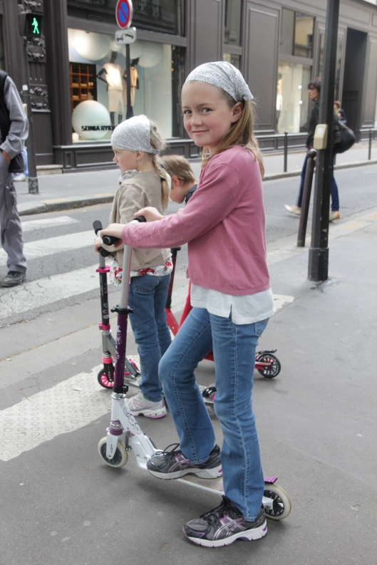 The best way to get around paris with kids is to invest in a trotinette. Now you are ready to walk!